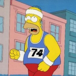 Homer Simpson che corre una maratona.